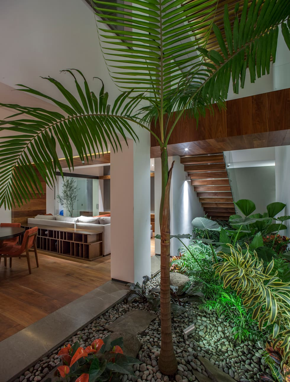 Casa de los 5 Patios: Comedores de estilo ecléctico por Almazan y Arquitectos Asociados