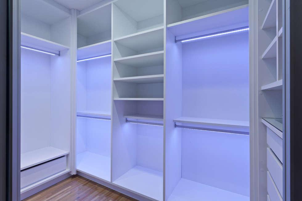 Closets: Closets modernos por Moveis Campi