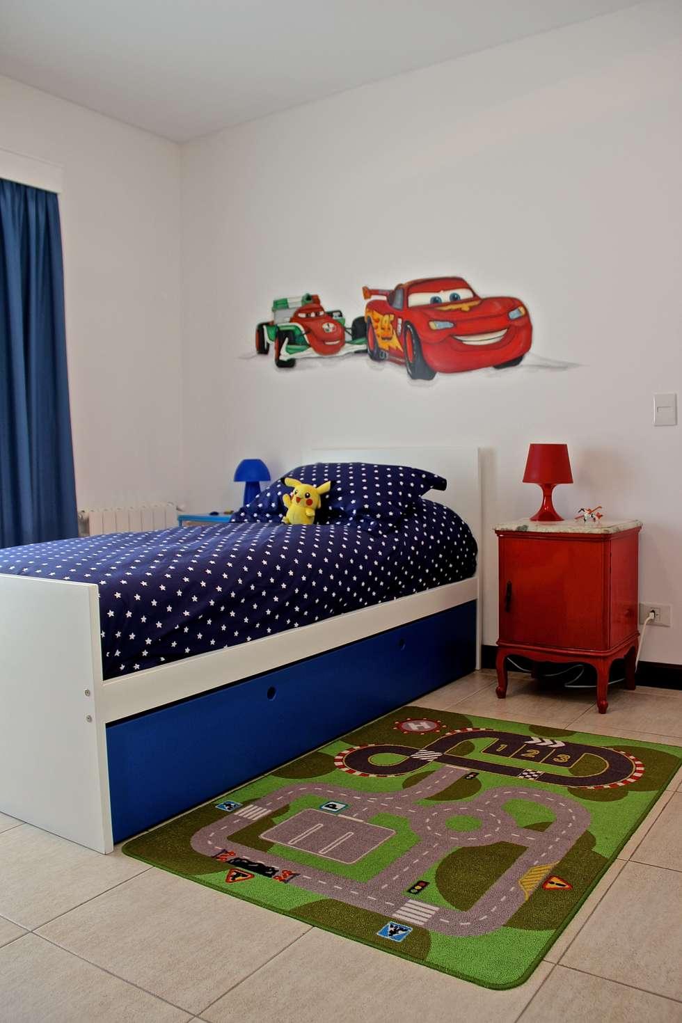 DORMITORIO HIJO 1: Dormitorios infantiles de estilo moderno por HOME UP