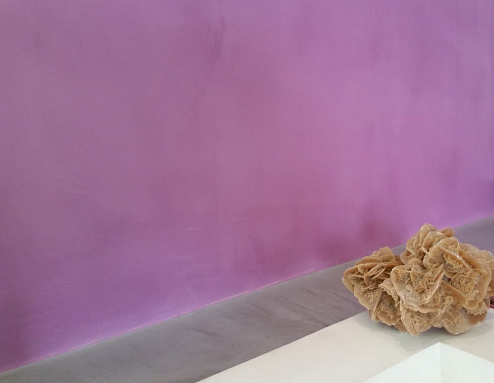 Rivestimento bagno in resina colorata: Bagno in stile in stile Moderno di Pavimento Moderno