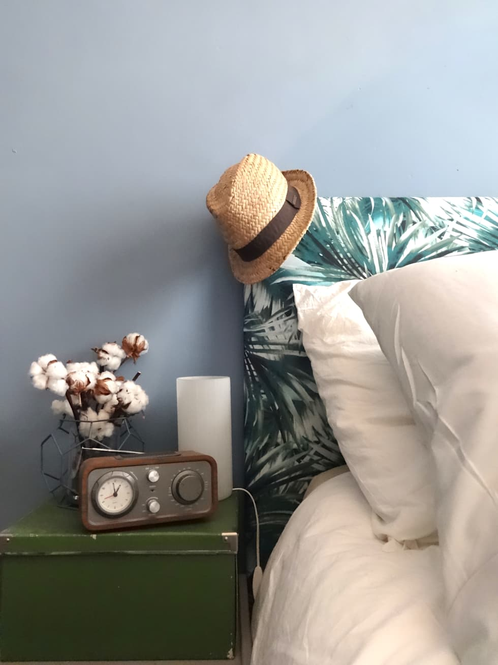 Une chambre bleue tropicale: Chambre de style de style Tropical par Sarah Archi In'