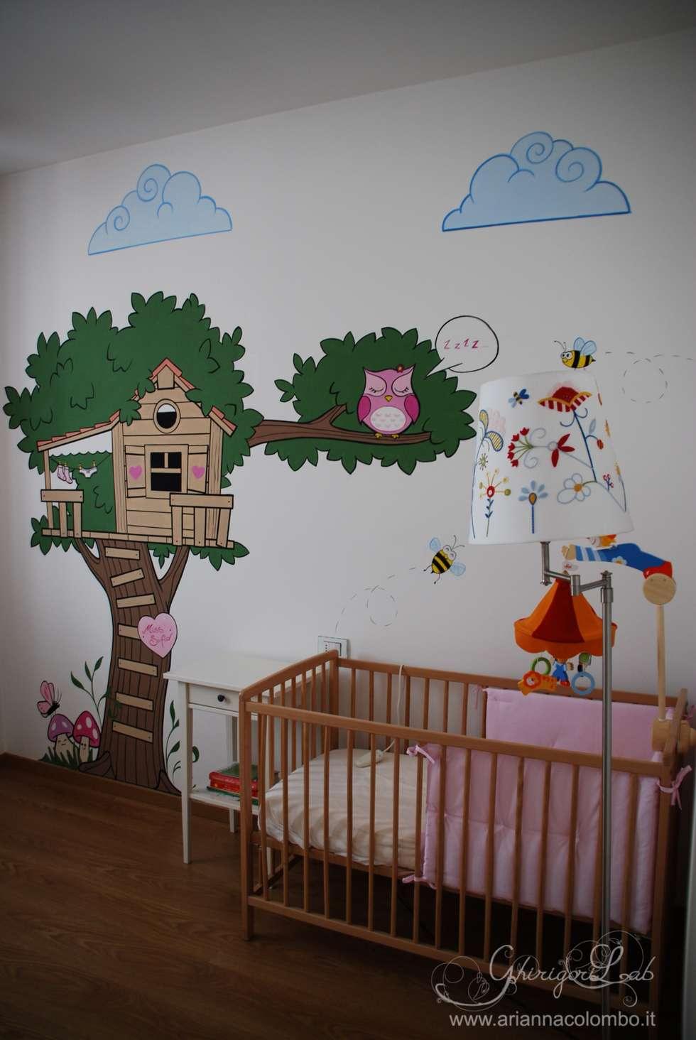 La casa sull'albero e il gufo: Stanza dei bambini in stile in stile Moderno di Ghirigori Lab di Arianna Colombo