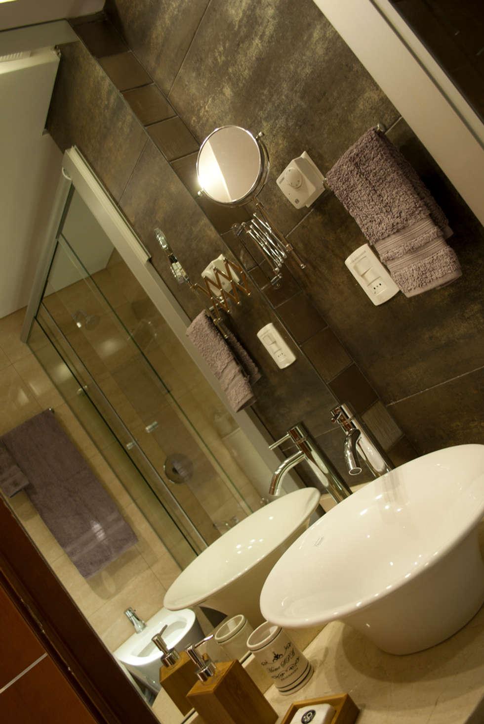 En los detalles esta la diferencia... : Baños de estilo ecléctico por Diseñadora Lucia Casanova