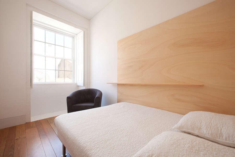 Porto Lounge Hostel: Quartos modernos por aaph, arquitectos lda.