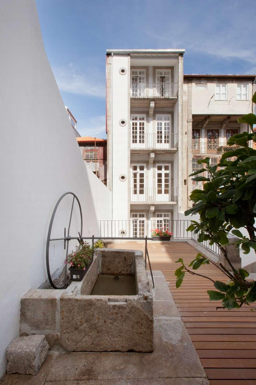 Porto Lounge Hostel: Casas clássicas por aaph, arquitectos lda.