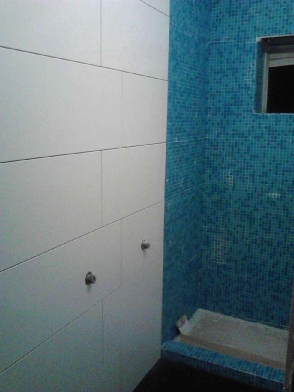 Renovação de w.c: Casas de banho modernas por Officina de Interiores