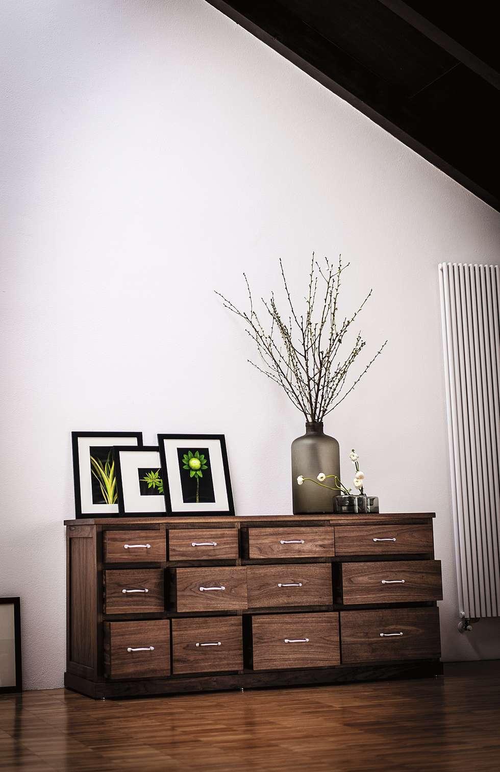 Boston design C.R. & S. Riva1920: Studio in stile in stile Moderno di Riva1920