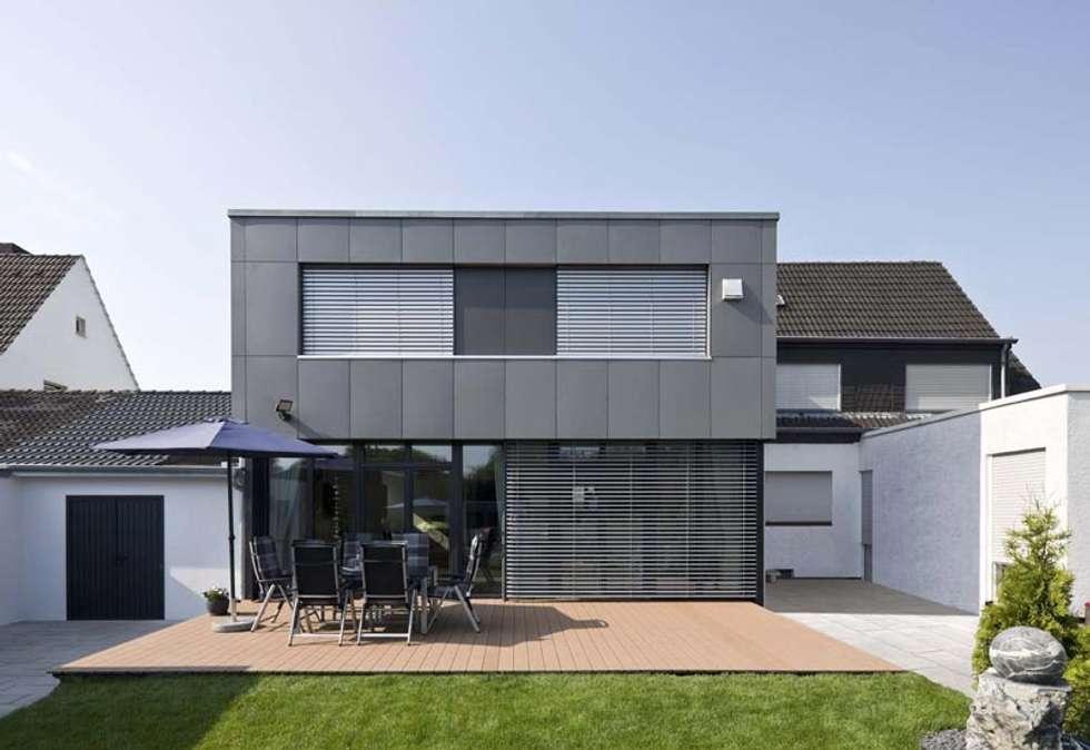Gartenansicht Mit Terrasse: Moderne Häuser Von Puschmann Architektur