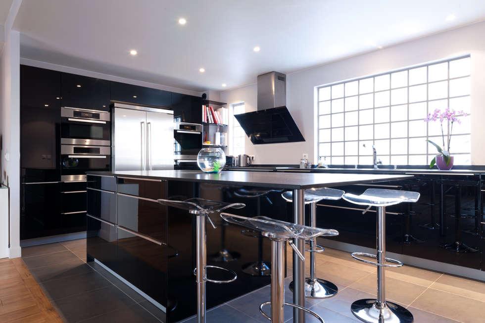Un coin repas dans la cuisine: Cuisine de style de style Moderne par MA CUSINE MON COACH
