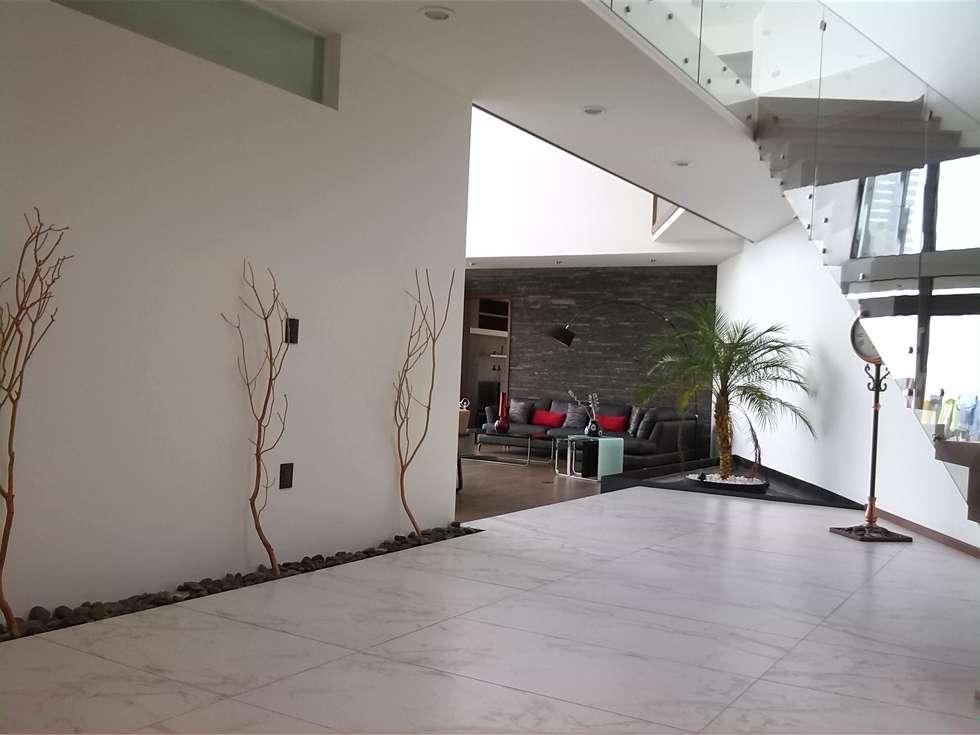 ESCALERAS: Pasillos y recibidores de estilo  por ORTHER Architects
