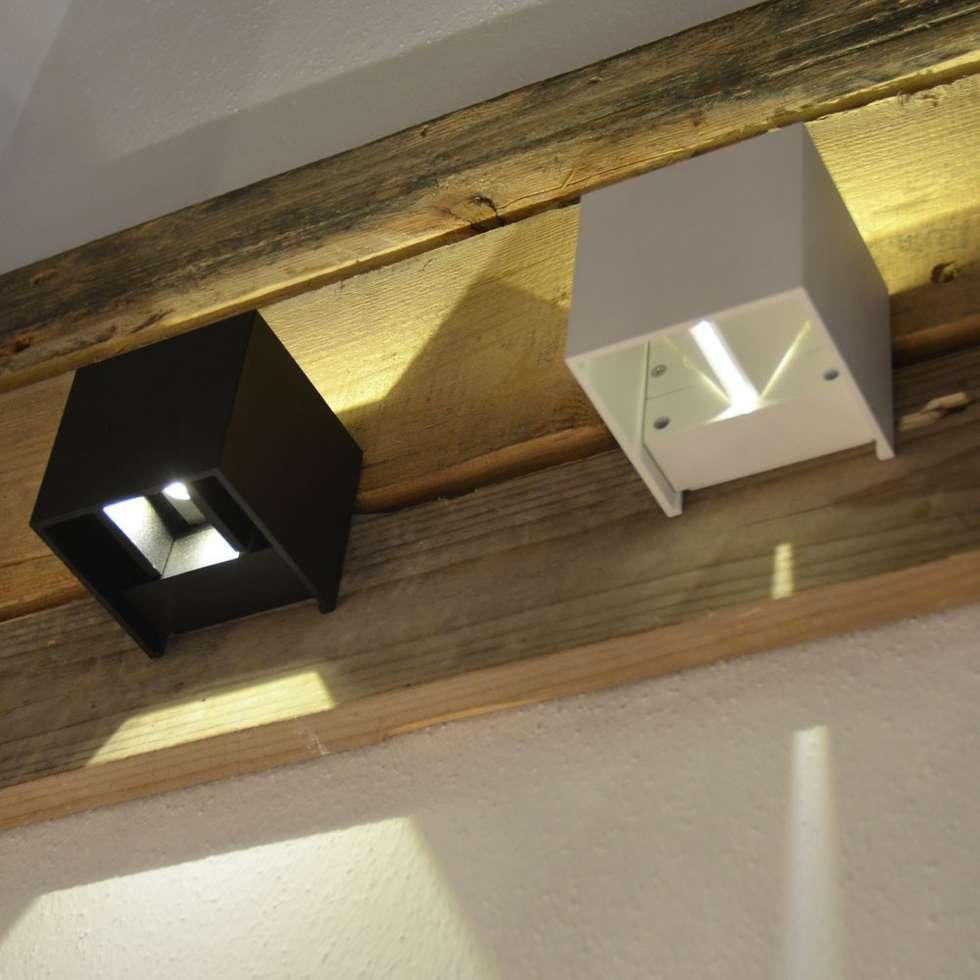 GroBartig Ixa / LED Wandleuchte IP44 / Verstellbare Winkel / Anthrazit: Moderne  Wohnzimmer Von Licht