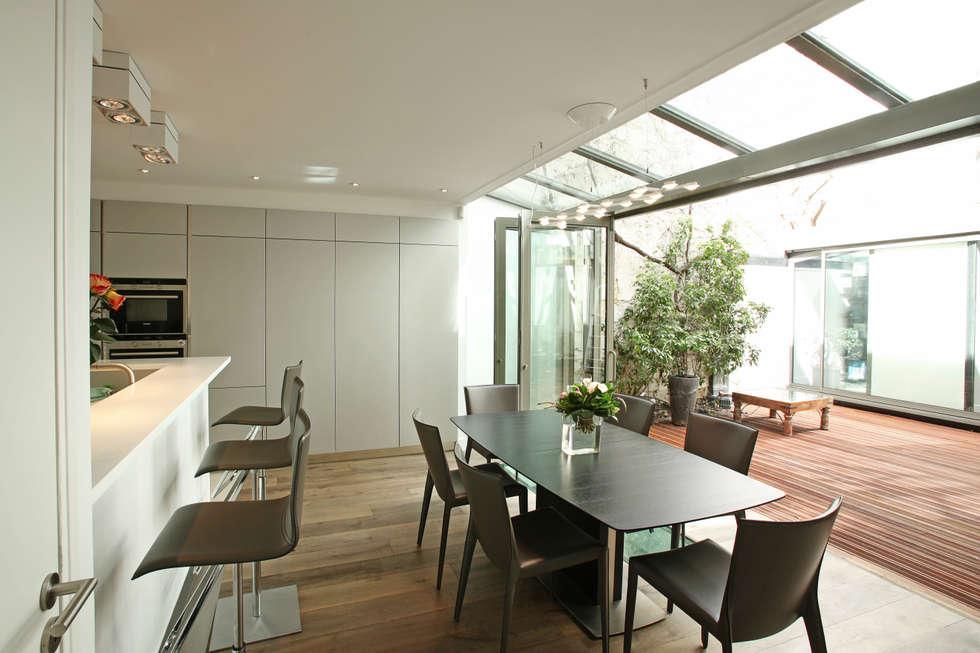 Cuisine ouverte sur patio: Cuisine de style de style Moderne par MA CUSINE MON COACH