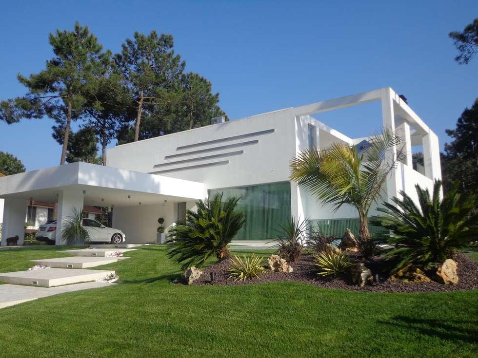 Moradia Palmeirim: Casas modernas por Planinfinito