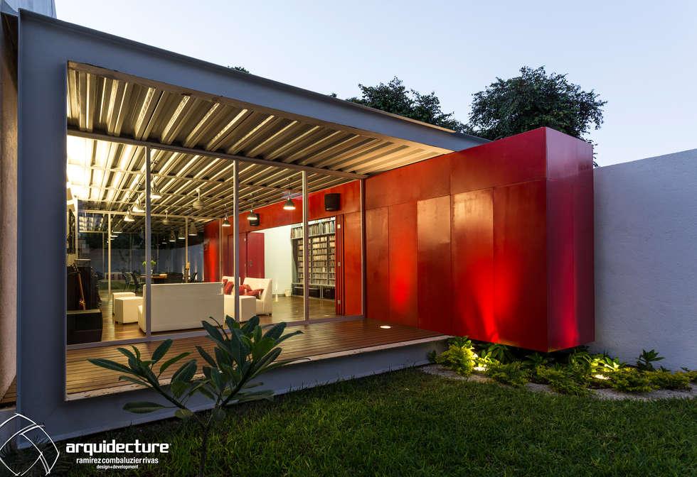 CANCELES CERRADOS – CAJA ABIERTA : Casas de estilo industrial por Grupo Arquidecture