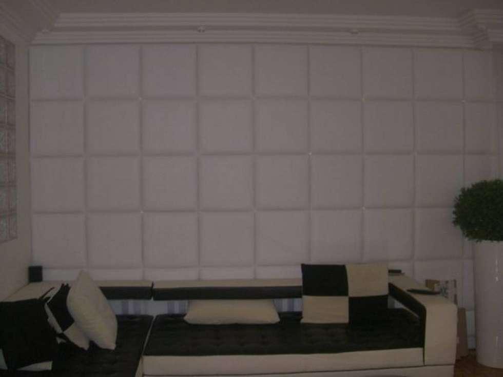 Mur capitonné: Salon de style de style Moderne par DONNA DESIGN