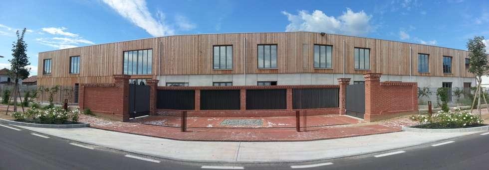 Nuova sede Filters srl a Pinerolo: Spazi commerciali in stile  di NORDHAUS