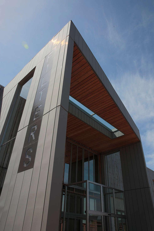 Palazzina uffici sede FILTERS srl a Pinerolo: Complessi per uffici in stile  di NORDHAUS