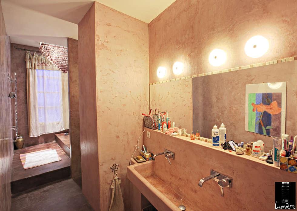 Salle de bain: Salle de bains de style  par Jeux de Lumière