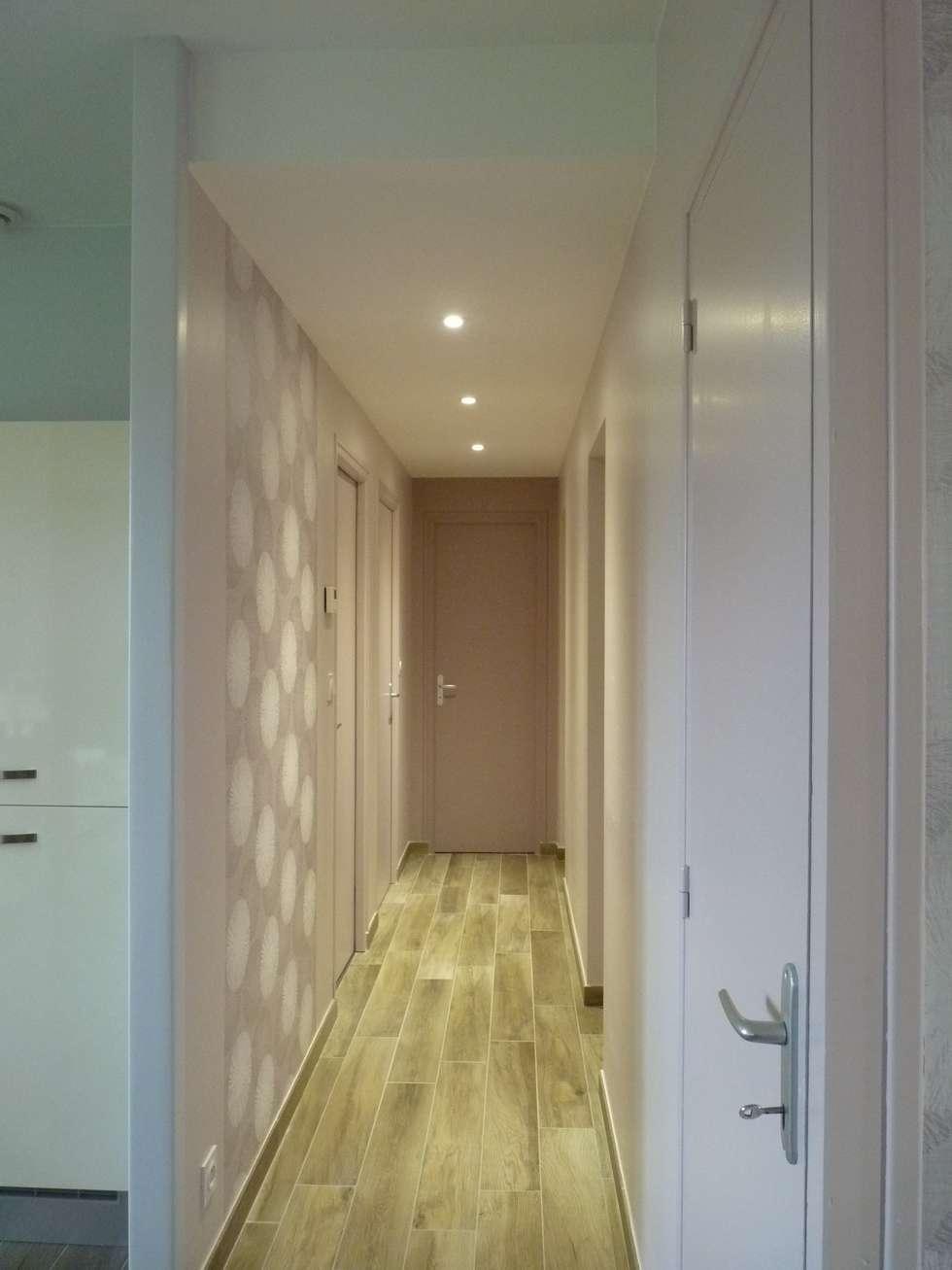 Couloir: Couloir et hall d'entrée de style  par L'Armoire aux Patines
