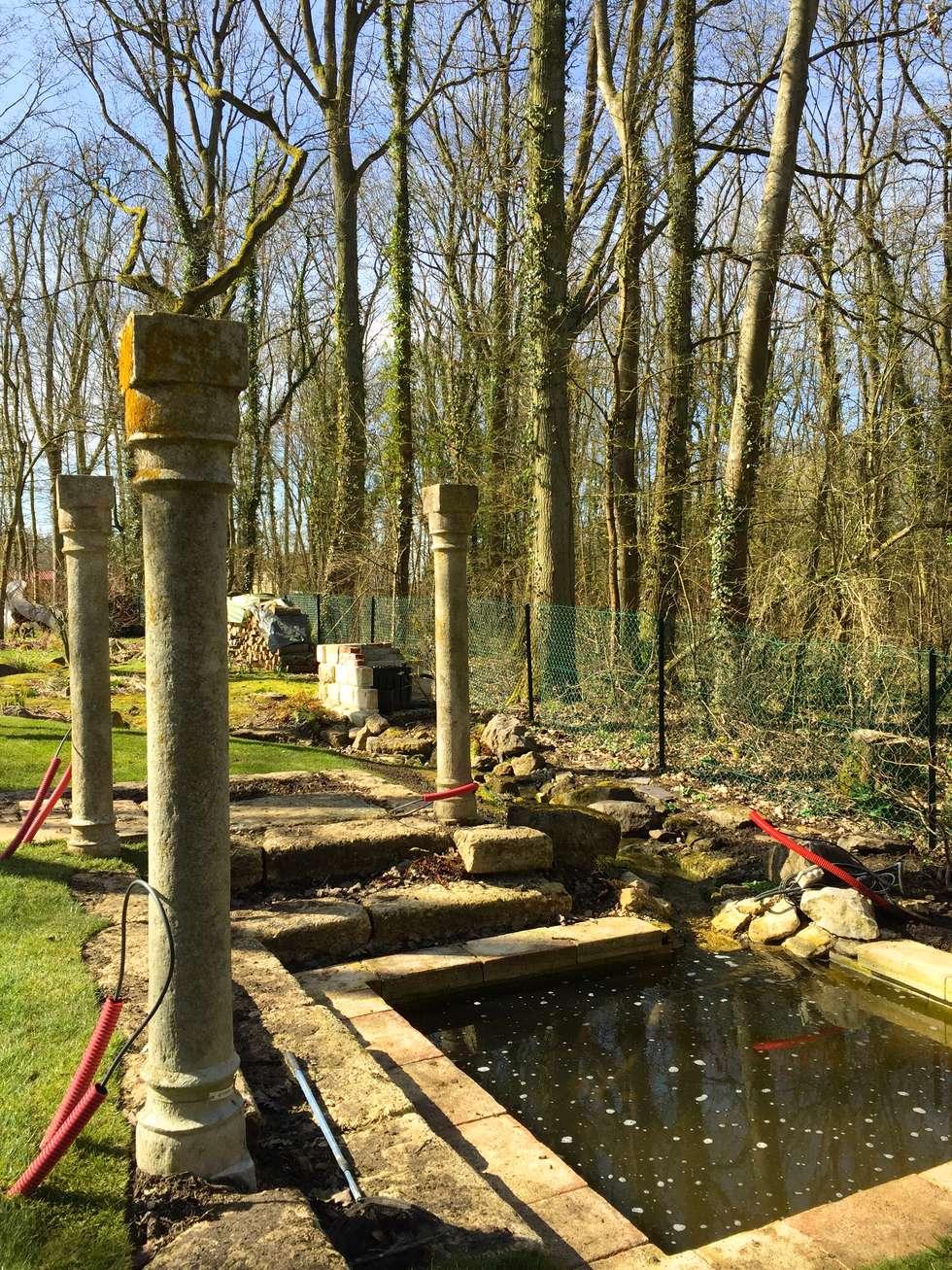 Bassin: Jardin de style de style Classique par Nature in the Garden
