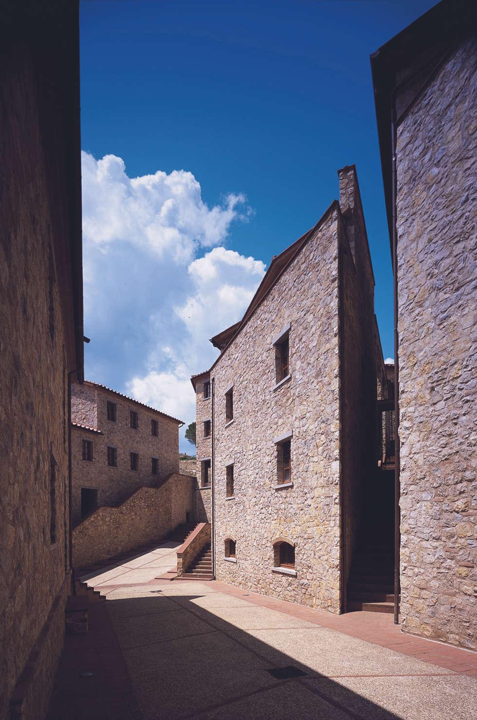 La re-interpretazione della tradizione costruttiva locale: Case in stile In stile Country di Simone Casini Architetto