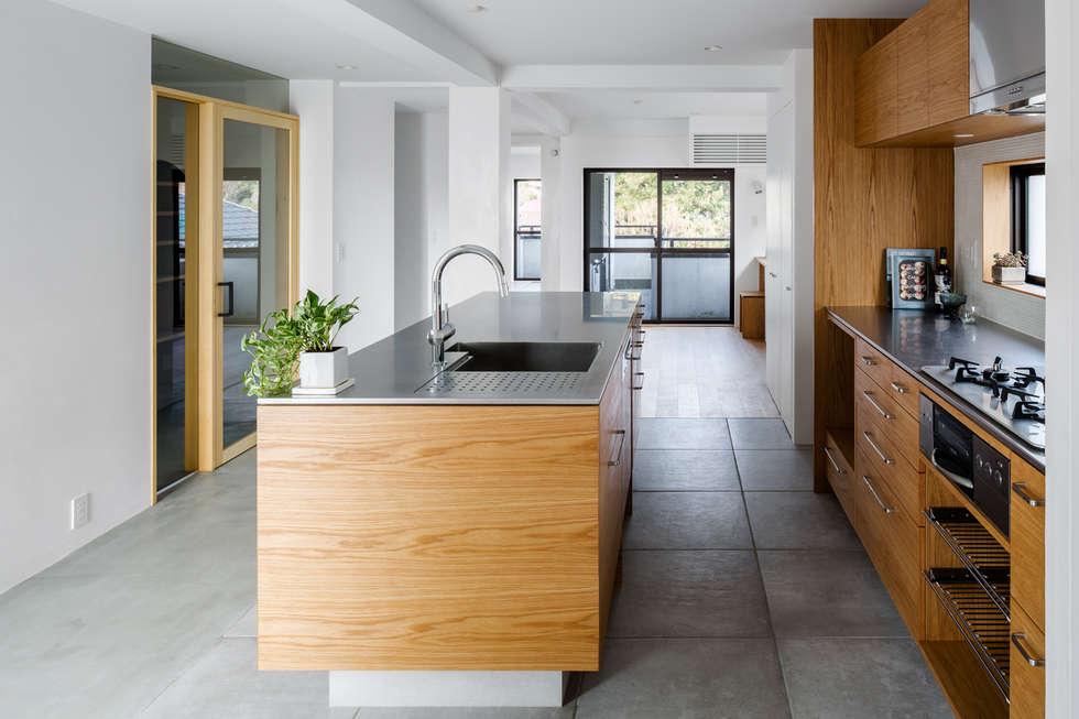 キッチン: 内田雄介設計室 が手掛けたキッチンです。