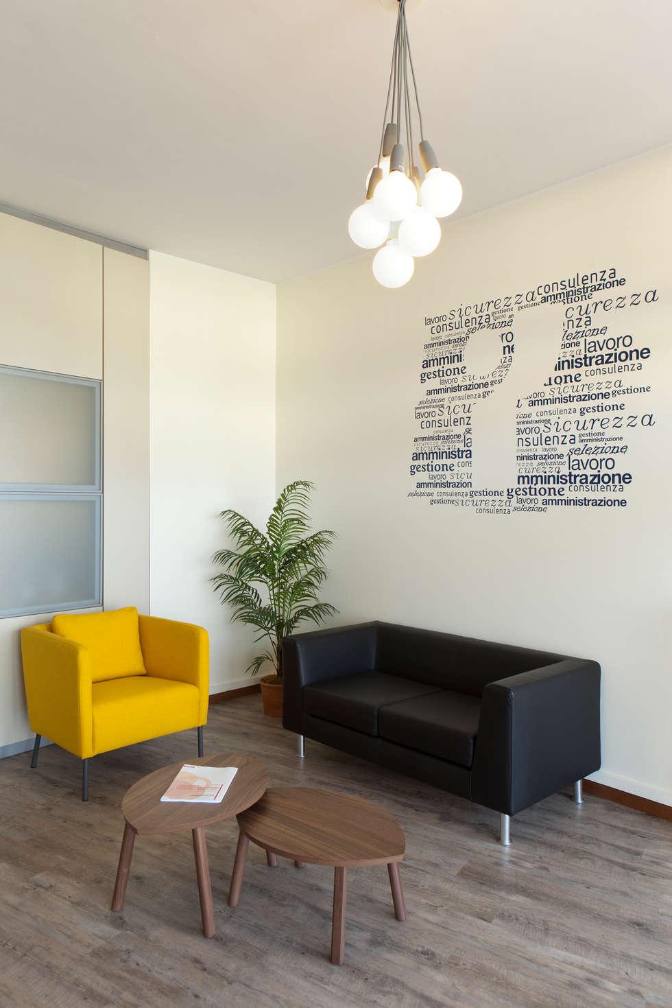 Interior Design - uffici : Foto Finito: Negozi & Locali commerciali in stile  di INNOVATEDESIGN®s.a.s. di Eleonora Raiteri
