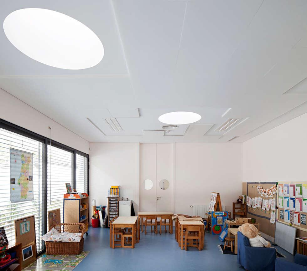 Kindergarten and Nursery : Quartos de criança minimalistas por es1arq