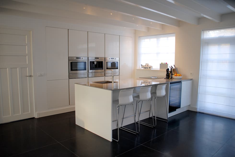 Foto u2019s van een moderne keuken  keuken met kook  schiereiland   homify