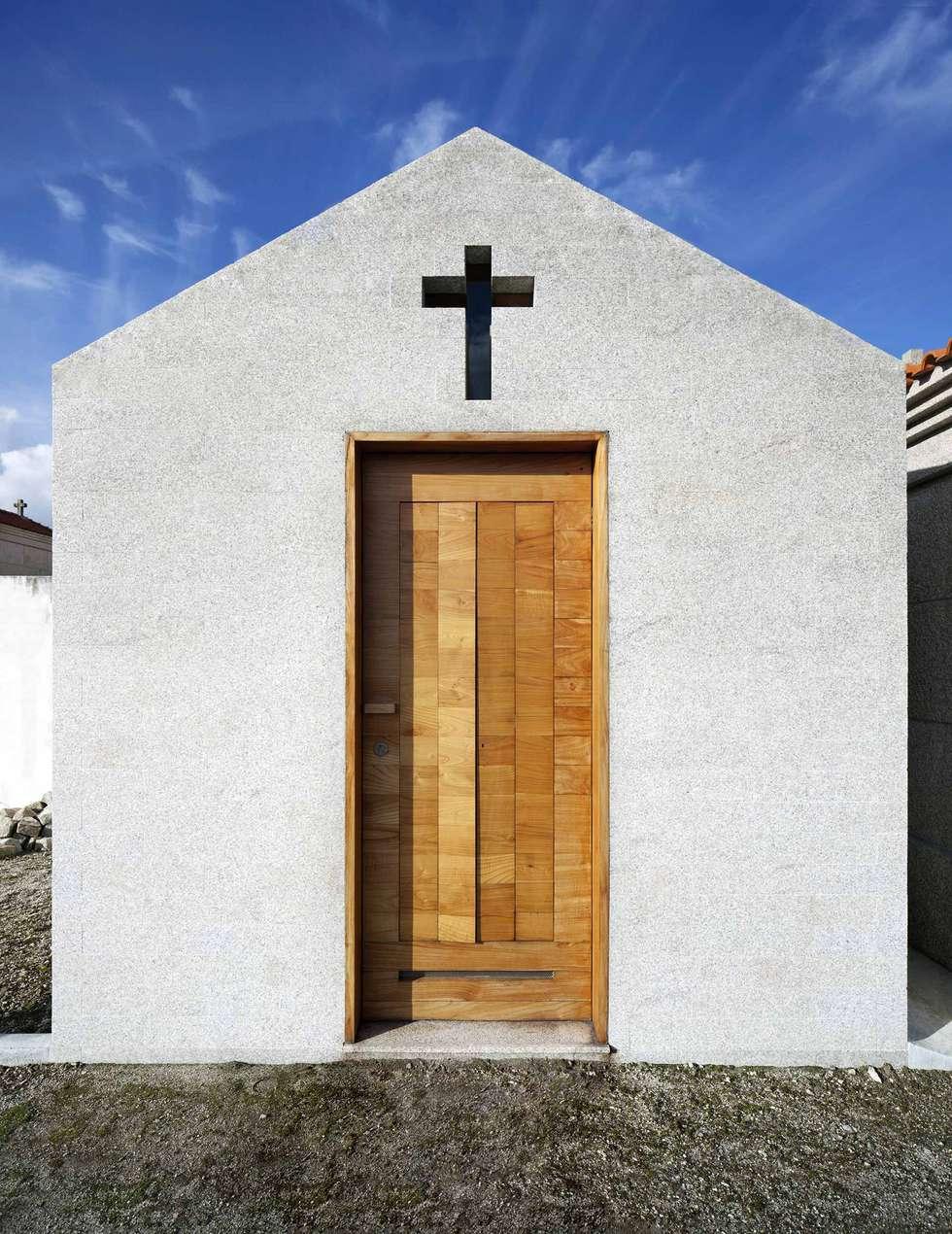 Chapel: Casas minimalistas por es1arq