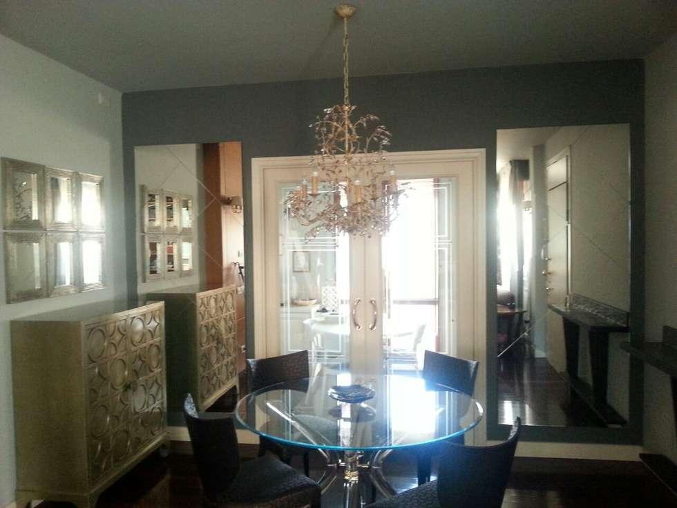 mirror wall design: Sala da pranzo in stile in stile Moderno di bilune studio