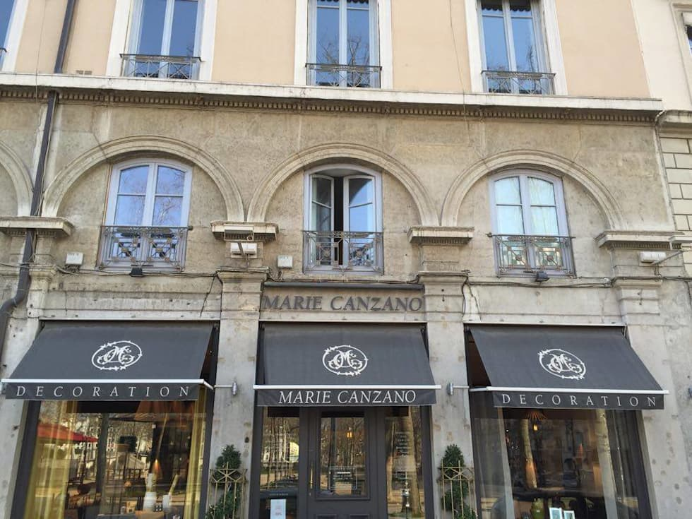 Boutique Marie Canzano Décoration: Maisons de style de style Moderne par Marie Canzano Décoration