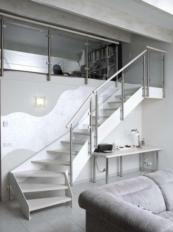 Escalier laqué blanc: Couloir et hall d'entrée de style  par Passion Bois