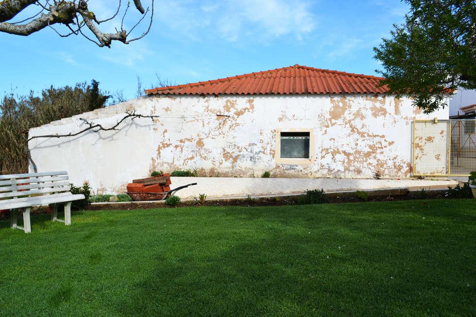 Maisons de style de style Méditerranéen par RenoBuild Algarve