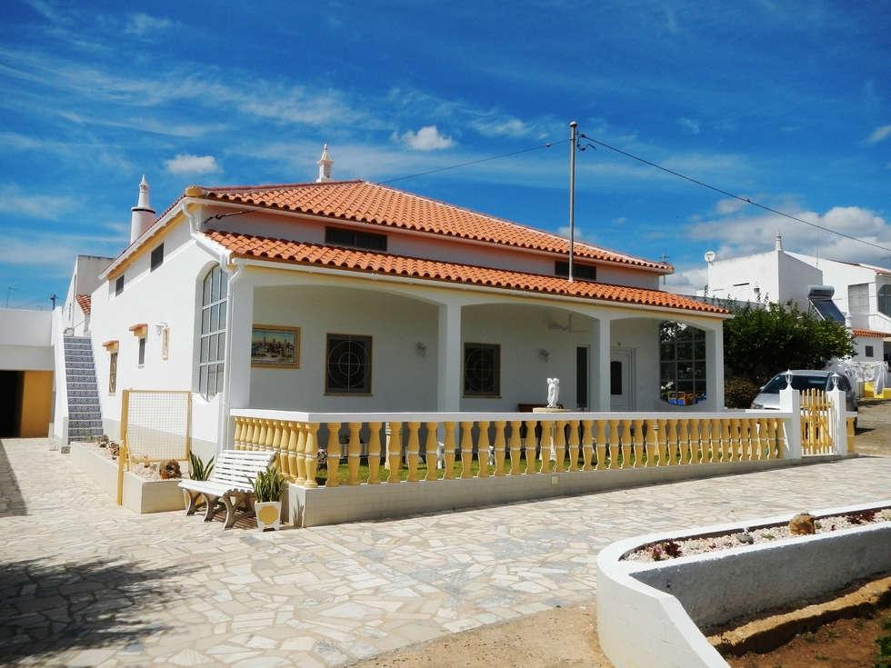 Renovação de Fachadas / Reparação de Fendas: Casas mediterrânicas por RenoBuild Algarve