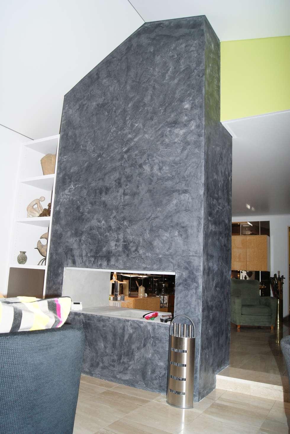 Toile Satinée Blanche: Salon de style de style Moderne par JULLIEN CONFORT & HARMONY