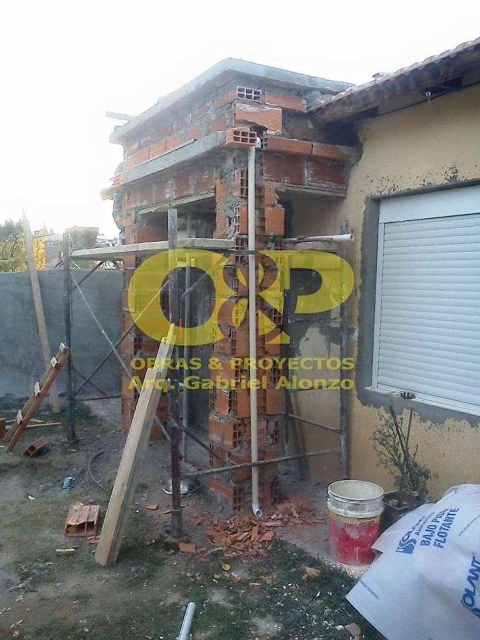Remodelacion de fachada: Casas de estilo moderno por Obras & Proyectos