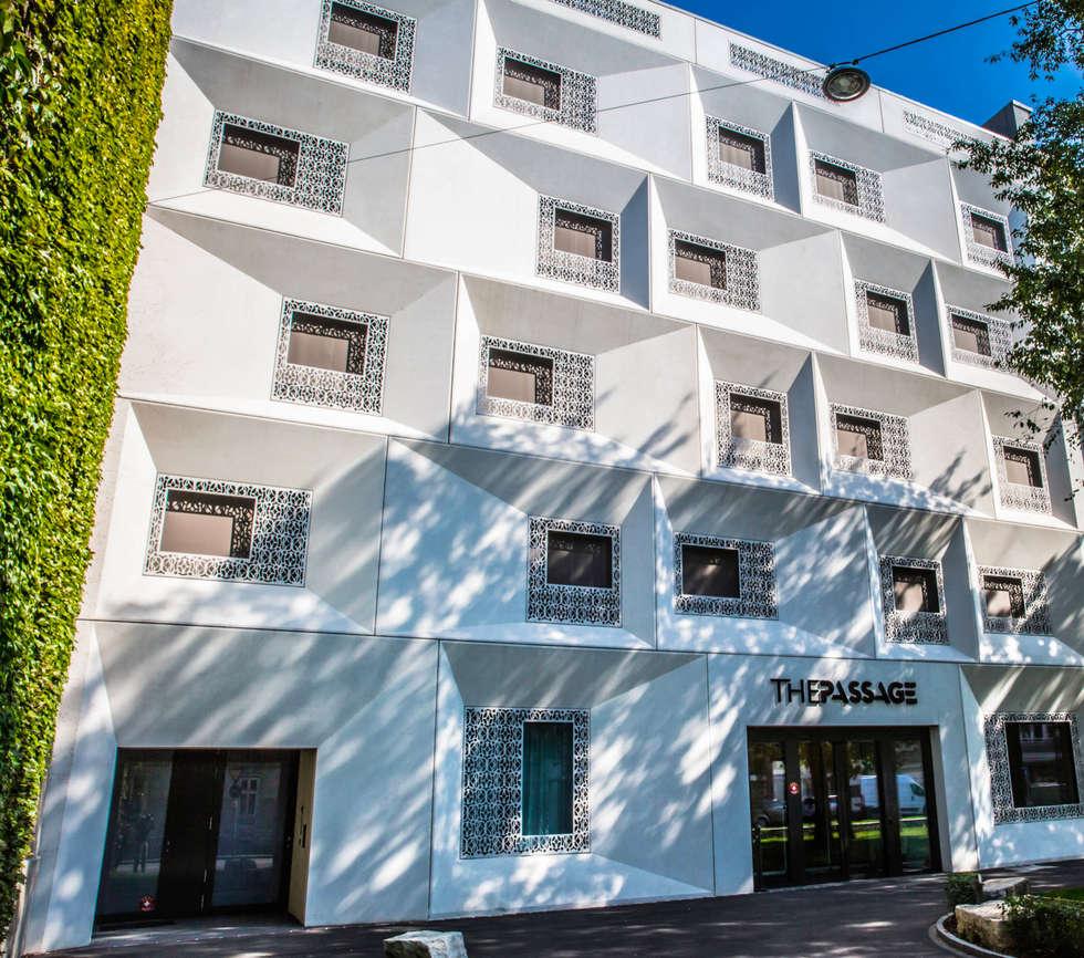 """Hôtel """"The Passage"""" Bâle: Terrasse de style  par TimberTech"""
