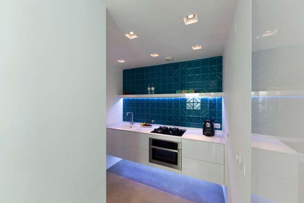 kitchen: Cozinhas minimalistas por studioarte