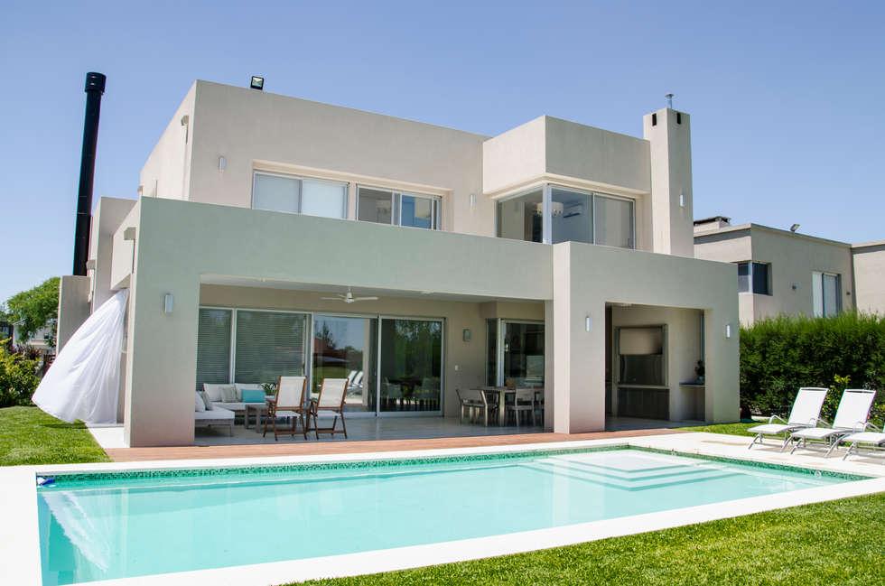 Fachada contrafrente casas de estilo moderno por parrado for Mejores fachadas de casas modernas