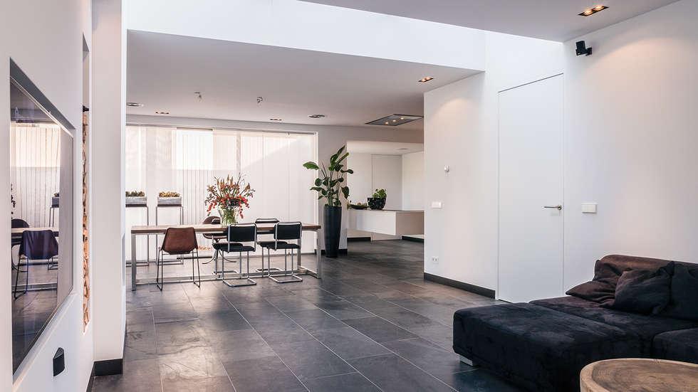 Fotos van een moderne woonkamer: luxe renovatie met zwevende ...