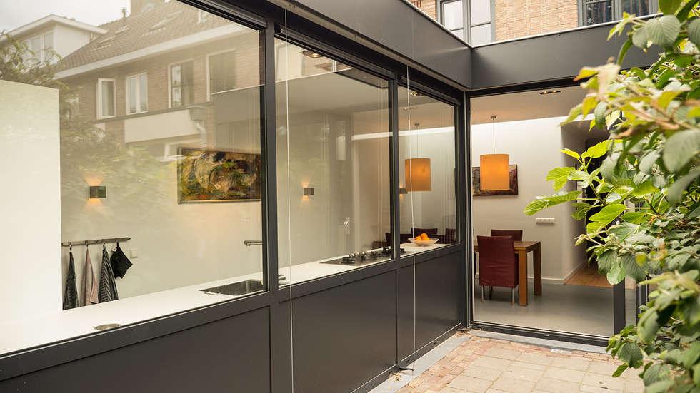 Foto's van een moderne huizen: luxe smalle aanbouw met keuken pal ...