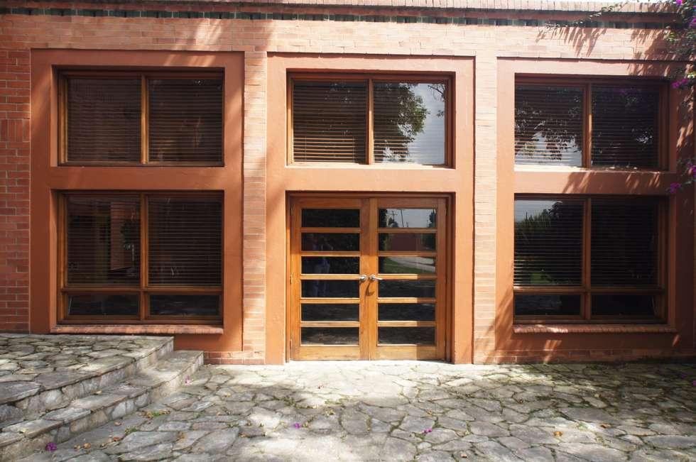 Vivienda Sandquist: Casas de estilo ecléctico por GRUPO CATA