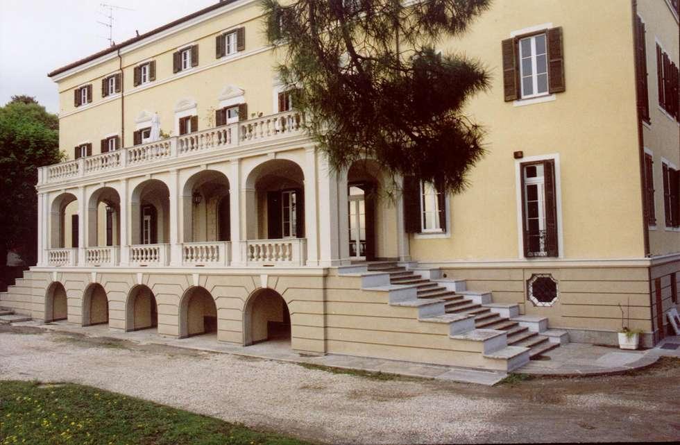 Collina (Torino): Case in stile in stile Moderno di Alessandro Tosetti
