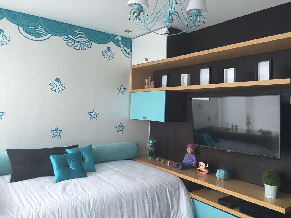 Habitación Turquesa Niña: Habitaciones infantiles de estilo  por ea interiorismo