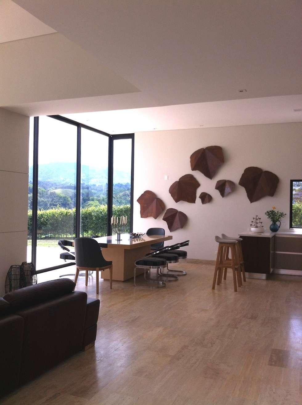 Comedor Casa Campestre: Comedores de estilo ecléctico por ea interiorismo