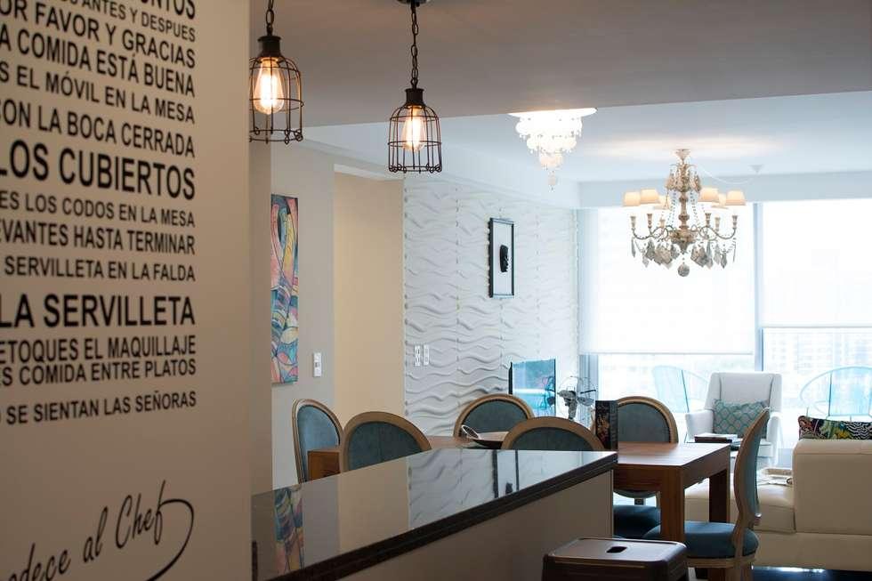 Disimulando detalles.... : Pasillos y recibidores de estilo  por Diseñadora Lucia Casanova