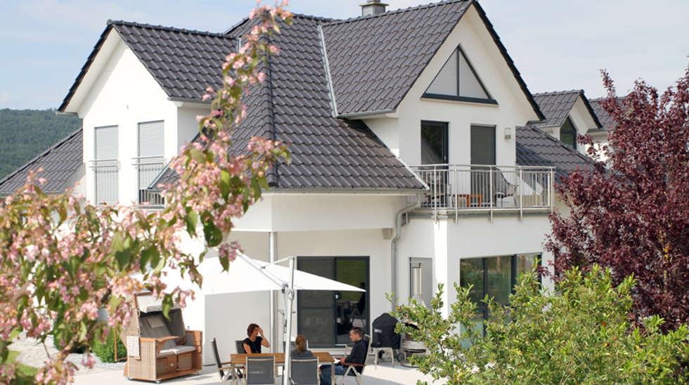 Moderne stadtvilla walmdach  Moderne Häuser Bilder: Exklusive Stadtvilla mit Walmdach, Gauben ...