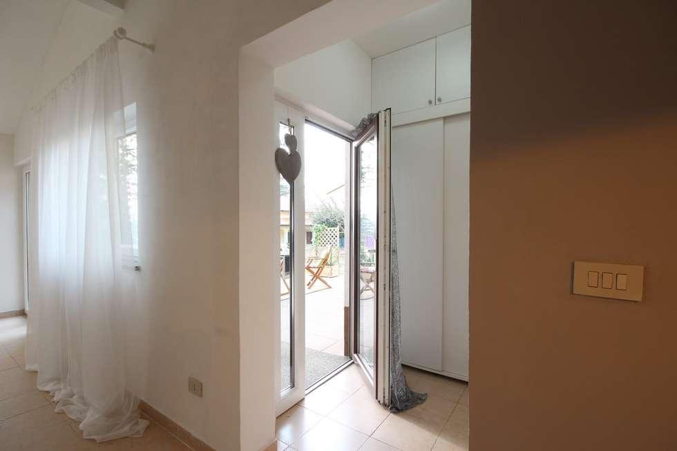 Dopo: Ingresso & Corridoio in stile  di homeSbattistella