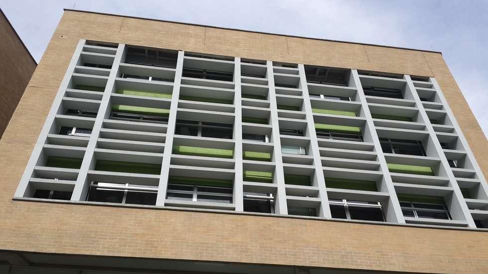 Fachada de Colegio Camilo Mora: Casas de estilo moderno por Analema Construccion y Acabados